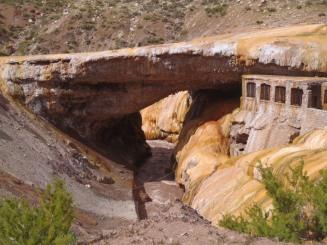 Puente del Inca geologic 'bridge'